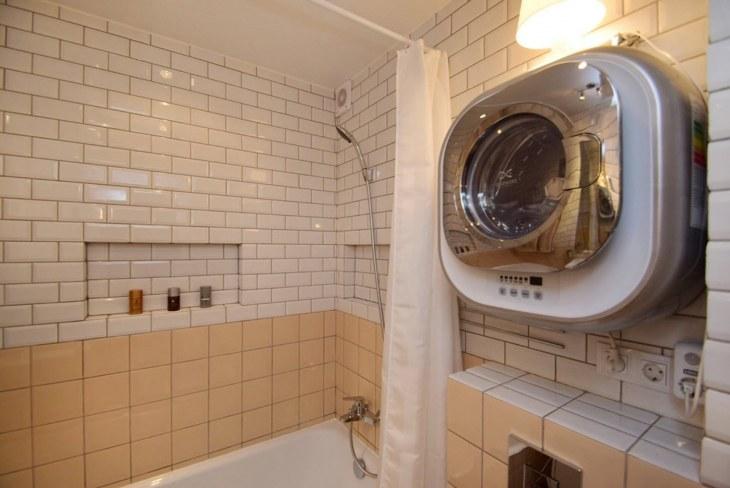 Интерьер ванной комнаты со стиральной машиной